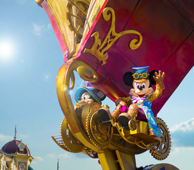 Mickey en Minnie in Disney Parade